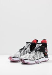 Nike Performance - AIR ZOOM UNVRSE FLYEASE - Obuwie do koszykówki - white - 2
