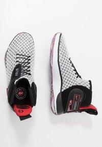 Nike Performance - AIR ZOOM UNVRSE FLYEASE - Obuwie do koszykówki - white - 1