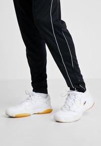 Nike Performance - COURT LITE 2 PRIME QUICK STRIKE - Multicourt tennis shoes - white/amber rise - 0