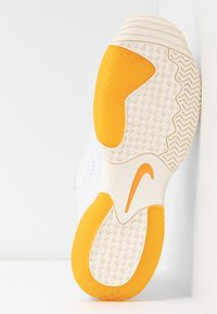 Nike Performance - COURT LITE 2 PRIME QUICK STRIKE - Multicourt tennis shoes - white/amber rise - 6
