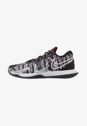 Buty tenisowe na nawierzchnię ziemną - photon dust/white/black/khaki