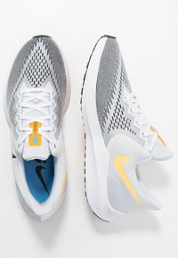 Nike Performance - ZOOM WINFLO 6 - Juoksukenkä/neutraalit - pure platinum/black/laser orange/white/university blue - 1
