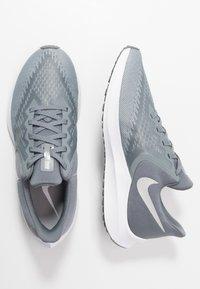 Nike Performance - ZOOM WINFLO 6 - Zapatillas de running neutras - cool grey/metallic platinum/wolf grey/white - 1