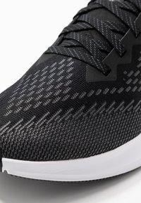 Nike Performance - ZOOM WINFLO 6 - Zapatillas de running neutras - black/white/dark grey/metallic platinum - 6