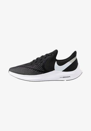 ZOOM WINFLO 6 - Zapatillas de running neutras - black/white/dark grey/metallic platinum