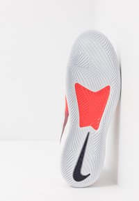 Nike Performance - AIR MAX VAPOR WING MS - Zapatillas de tenis para todas las superficies - white/laser crimson/gridiron - 4