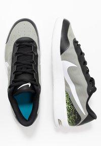 Nike Performance - COURT AIR MAX VAPOR WING MS - Tennisschoenen voor alle ondergronden - black/white/neon turquoise/hot lime - 1