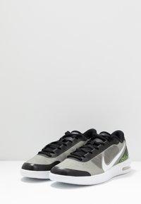 Nike Performance - COURT AIR MAX VAPOR WING MS - Tennisschoenen voor alle ondergronden - black/white/neon turquoise/hot lime - 2