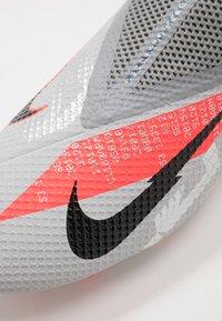 Nike Performance - PHANTOM VISION 2 ACADEMY DF FG/MG - Voetbalschoenen met kunststof noppen - metallic bomber grey/black/particle grey - 5
