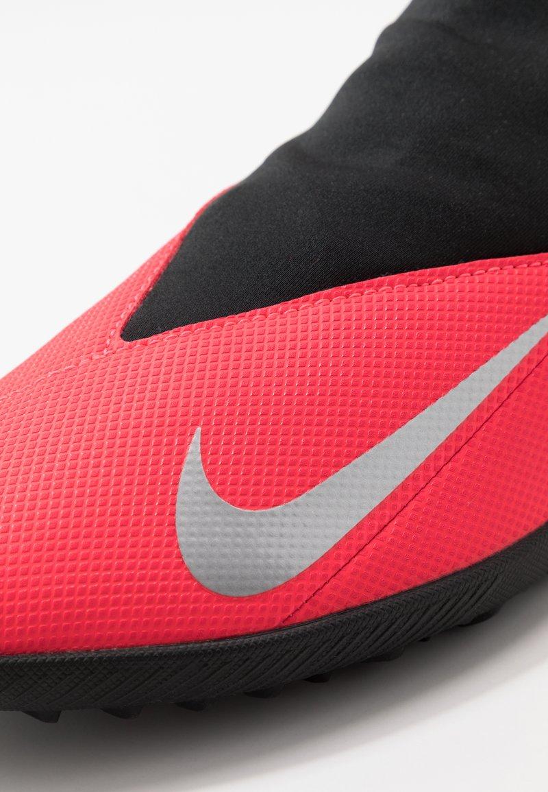 Nike Performance PHANTOM VISION 2 CLUB DF TF - Fotballsko for kunstgress - laser crimson/metallic silver/black