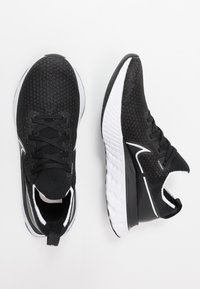 Nike Performance - REACT INFINITY  - Zapatillas de running estables - black/white/dark grey