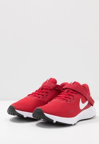 Nike Performance - REVOLUTION 5 FLYEASE - Neutral running shoes - gym red/white/black - 2