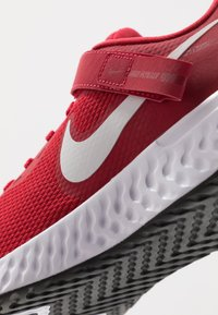 Nike Performance - REVOLUTION 5 FLYEASE - Neutral running shoes - gym red/white/black - 5