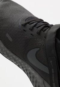 Nike Performance - REVOLUTION 5 FLYEASE - Obuwie do biegania treningowe - black/anthracite - 5
