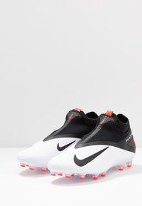 Nike Performance - PHANTOM VISION 2 PRO DF AG-PRO - Voetbalschoenen met kunststof noppen - white/black/laser crimson - 2