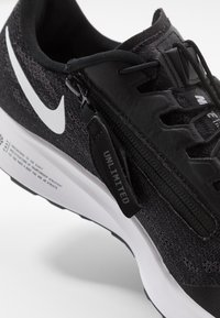 Nike Performance - AIR ZOOM PEGASUS 36 FLYEASE - Zapatillas de running neutras - black/white/thunder grey - 5