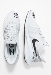 Nike Performance - AIR ZOOM VOMERO 14 - Neutrala löparskor - pure platinum/black/reflect silver - 1