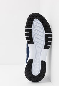 Nike Performance - FLEX CONTROL 4 - Zapatillas de entrenamiento - midnight navy/metallic silver/black/white - 4