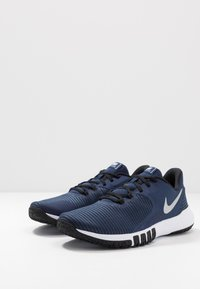 Nike Performance - FLEX CONTROL 4 - Zapatillas de entrenamiento - midnight navy/metallic silver/black/white - 2