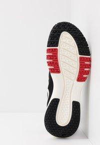 Nike Performance - FLEX CONTROL 4 - Zapatillas de entrenamiento - black/soar/university red/total orange/pale ivory - 4
