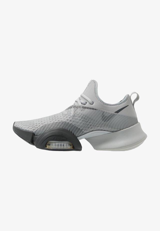 AIR ZOOM SUPERREP UNISEX - Sports shoes - smoke grey/dark smoke grey/black