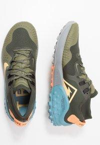 Nike Performance - NIKE WILDHORSE 6 TRAIL-LAUFSCHUH FÜR HERREN - Obuwie do biegania Szlak - sequoia/topaz gold/medium olive/cerulean - 1