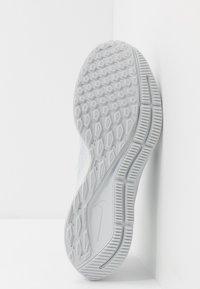 Nike Performance - AIR ZOOM PEGASUS 36 - Juoksukenkä/neutraalit - pure platinum/black/white - 4