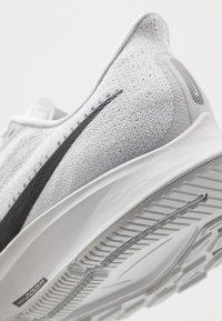 Nike Performance - AIR ZOOM PEGASUS 36 - Juoksukenkä/neutraalit - pure platinum/black/white - 6