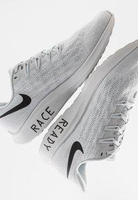 Nike Performance - AIR ZOOM PEGASUS 36 - Juoksukenkä/neutraalit - pure platinum/black/white - 5