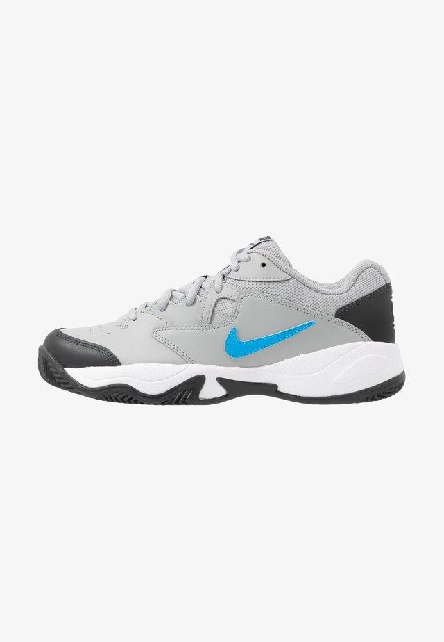 COURT LITE 2 CLAY - Tennissko til grusbane - light smoke grey/blue hero/off noir/white