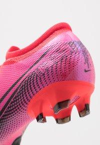 Nike Performance - MERCURIAL VAPOR 13 PRO FG - Voetbalschoenen met kunststof noppen - laser crimson/black - 5