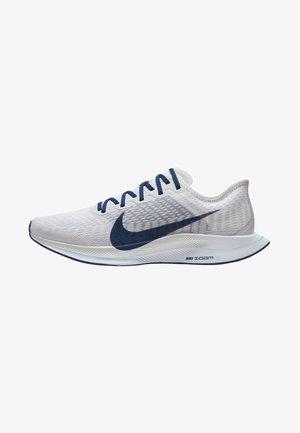 PEGASUS TURBO - Chaussures de running neutres - vast grey/white/chrome/coastal blue