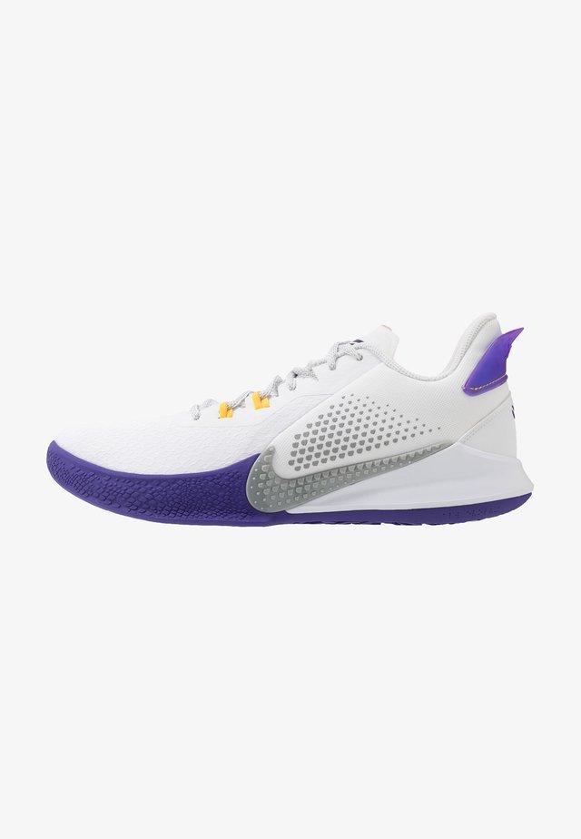 MAMBA FURY - Basketballsko - white/light smoke grey/field purple/amarillo