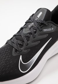 Nike Performance - ZOOM WINFLO 7 - Juoksukenkä/neutraalit - black/white/anthracite - 5