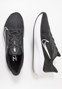 Nike Performance - ZOOM WINFLO 7 - Juoksukenkä/neutraalit - black/white/anthracite - 1