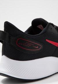 Nike Performance - RUNALLDAY 2 - Obuwie do biegania treningowe - black/university red/white - 5