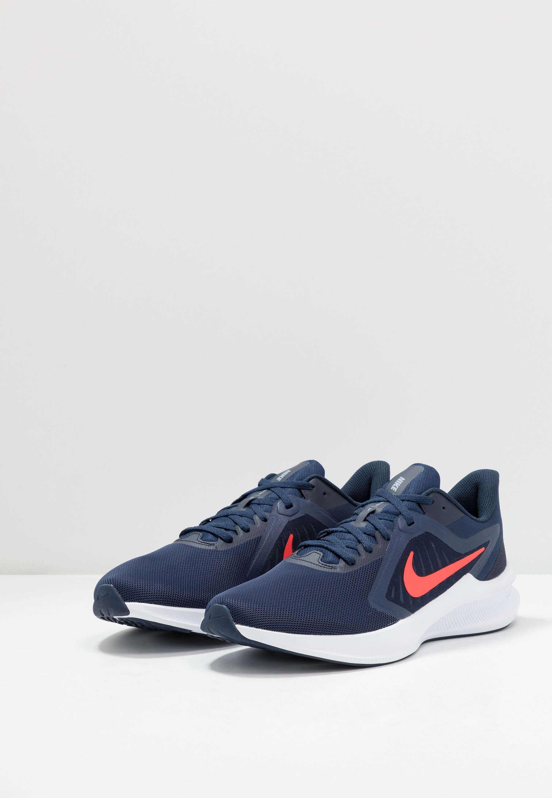 Nike Performance DOWNSHIFTER 10 - Chaussures de running neutres - midnight navy/laser crimson