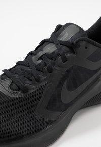 Nike Performance - DOWNSHIFTER 10 - Obuwie do biegania treningowe - black/iron grey - 5