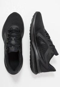 Nike Performance - DOWNSHIFTER 10 - Obuwie do biegania treningowe - black/iron grey - 1