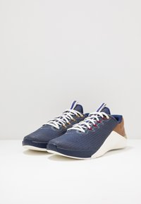 Nike Performance - METCON 5 AMP - Treningssko - blue void/gym red/sail/pollen rise - 2