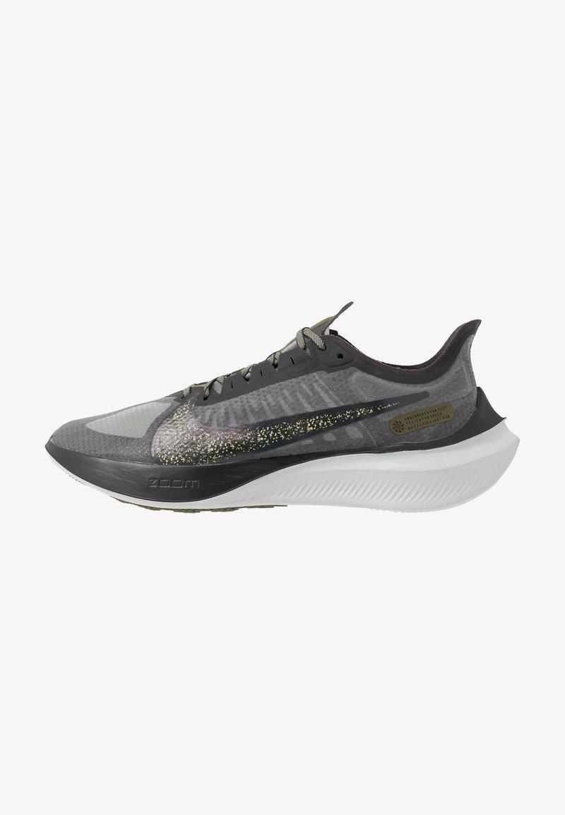 Nike Performance - ZOOM GRAVITY SE - Neutral running shoes - dark smoke grey/black/medium olive