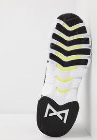 Nike Performance - FREE METCON 3 - Sports shoes - black/white - 4