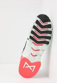 Nike Performance - FREE METCON 3 - Sports shoes - dark smoke grey/spruce aura/laser crimson - 4