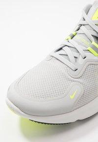 Nike Performance - REACT MILER - Juoksukenkä/neutraalit - grey fog/black/particle grey/volt - 5