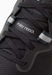 Nike Performance - REACT MILER - Juoksukenkä/neutraalit - black/white/dark grey/anthracite - 5