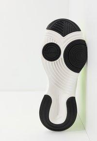 Nike Performance - SUPERREP GO - Obuwie treningowe - volt/black/summit white - 4