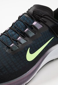Nike Performance - AIR ZOOM PEGASUS 37 FLYEASE - Zapatillas de running neutras - black/ghost green/valerian blue - 5