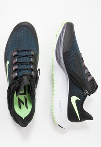 Nike Performance - AIR ZOOM PEGASUS 37 FLYEASE - Zapatillas de running neutras - black/ghost green/valerian blue - 1