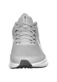 Nike Performance - RUNALLDAY - Zapatillas running neutras - wolf grey/white /dark grey - 5