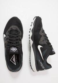 Nike Performance - JUNIPER TRAIL - Zapatillas de trail running - black/white/dark smoke grey/grey fog - 1